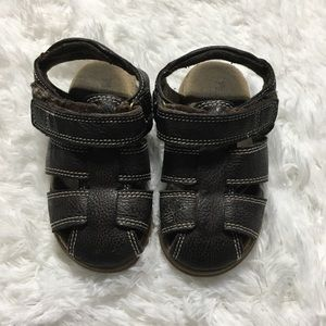Children's place sandals size 7 boy/girl